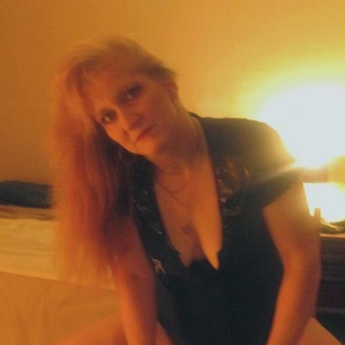 Reife Blondine sucht neue Sexkontakte