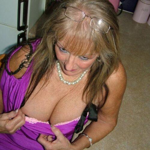 Reife Hausfrau hat Lust auf Sex