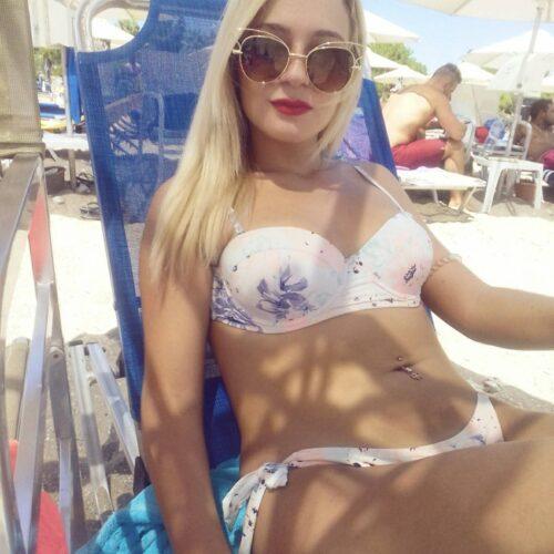 Heiße Blondine hat Lust auf ein Sextreffen